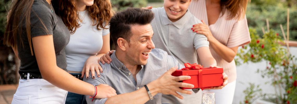 Топ идеи за подаръци за татко (Оригинални, За коледа, Най- татко и Годишнина)