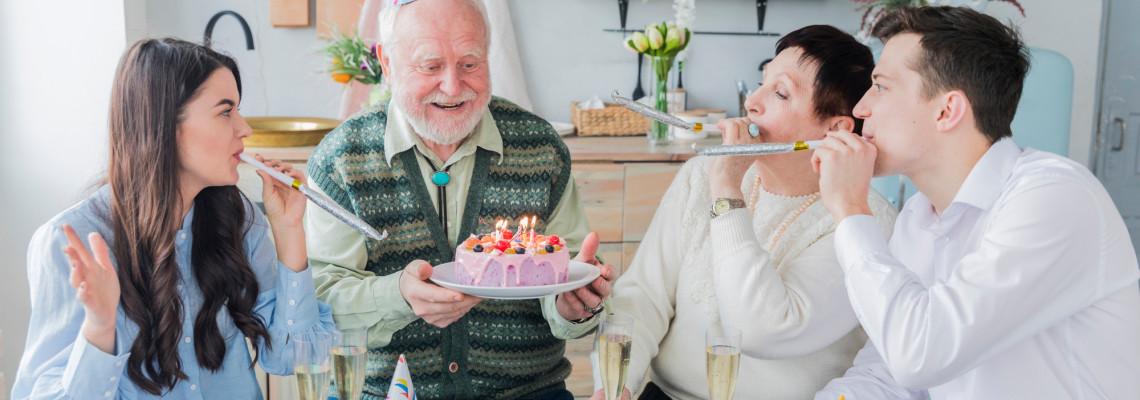25 + топ идеи за подаръци за юбилей на мъж (30, 40, 50, 60, 70, 80, 90 години)