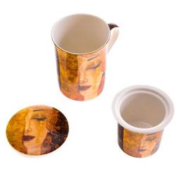 Порцеланова чаша с капак,порцеланова цедка и лъжица.