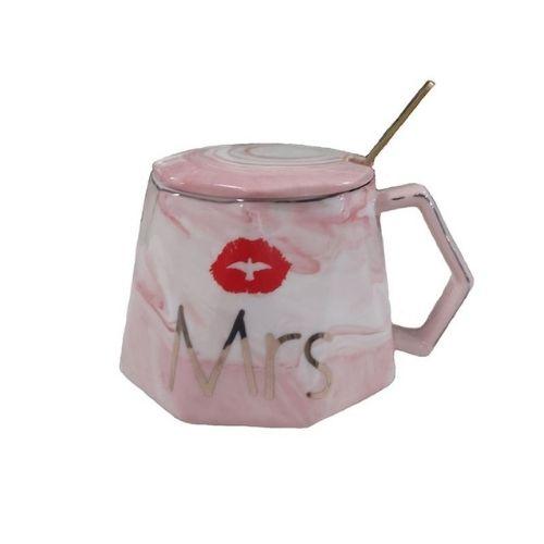 Чаша с капак и лъжичка Mrs на супер цена от Neostyle.bg