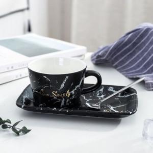 Чаша с лъжичка