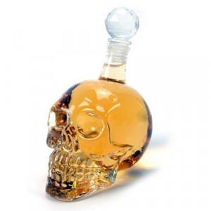 Бутилка за уиски Череп