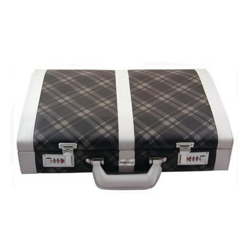 Луксозен комплект вилици и лъжици за хранене в куфар