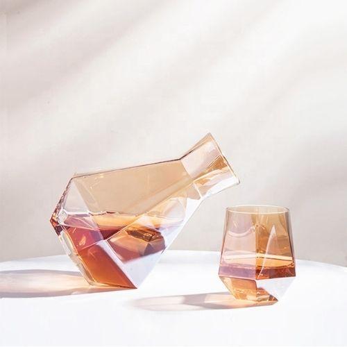 Чаши за уиски с бутилка Amber на супер цена от Neostyle.bg