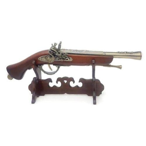 Античен пистолет на дървена поставка на супер цена от Neostyle.bg